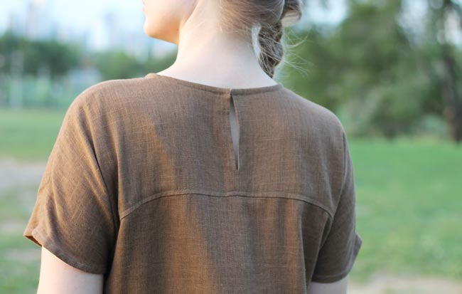 green-linen-shift-back-detail